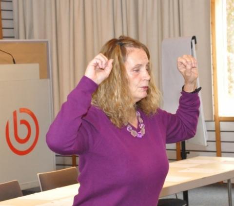 Petra Hinterthür leitete am Sonntagmorgen einen Workshop zum Beleben der Wirbelsäule.