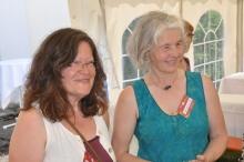 Gerda Fürstenhöfer und Maria Christl vom AK Qigong mit älteren Menschen