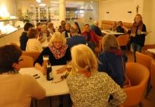 Im Kommunikations-Cafè wurden am Freitagabend intensiv miteinander gesprochen.